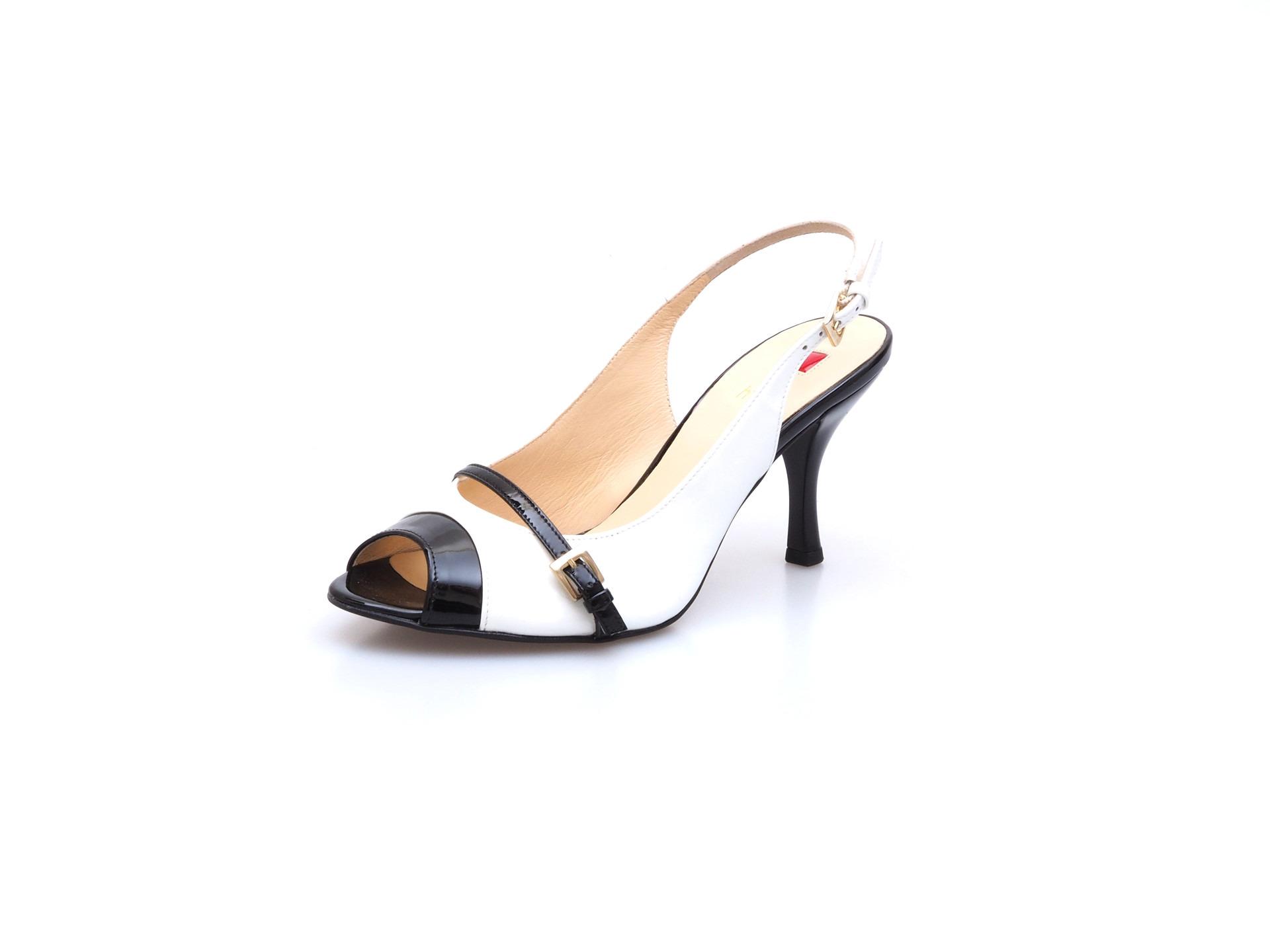 Soňa - Dámska obuv - Sandále - Bielo-čierne sandálky s ozdobným ... 7a48558c93