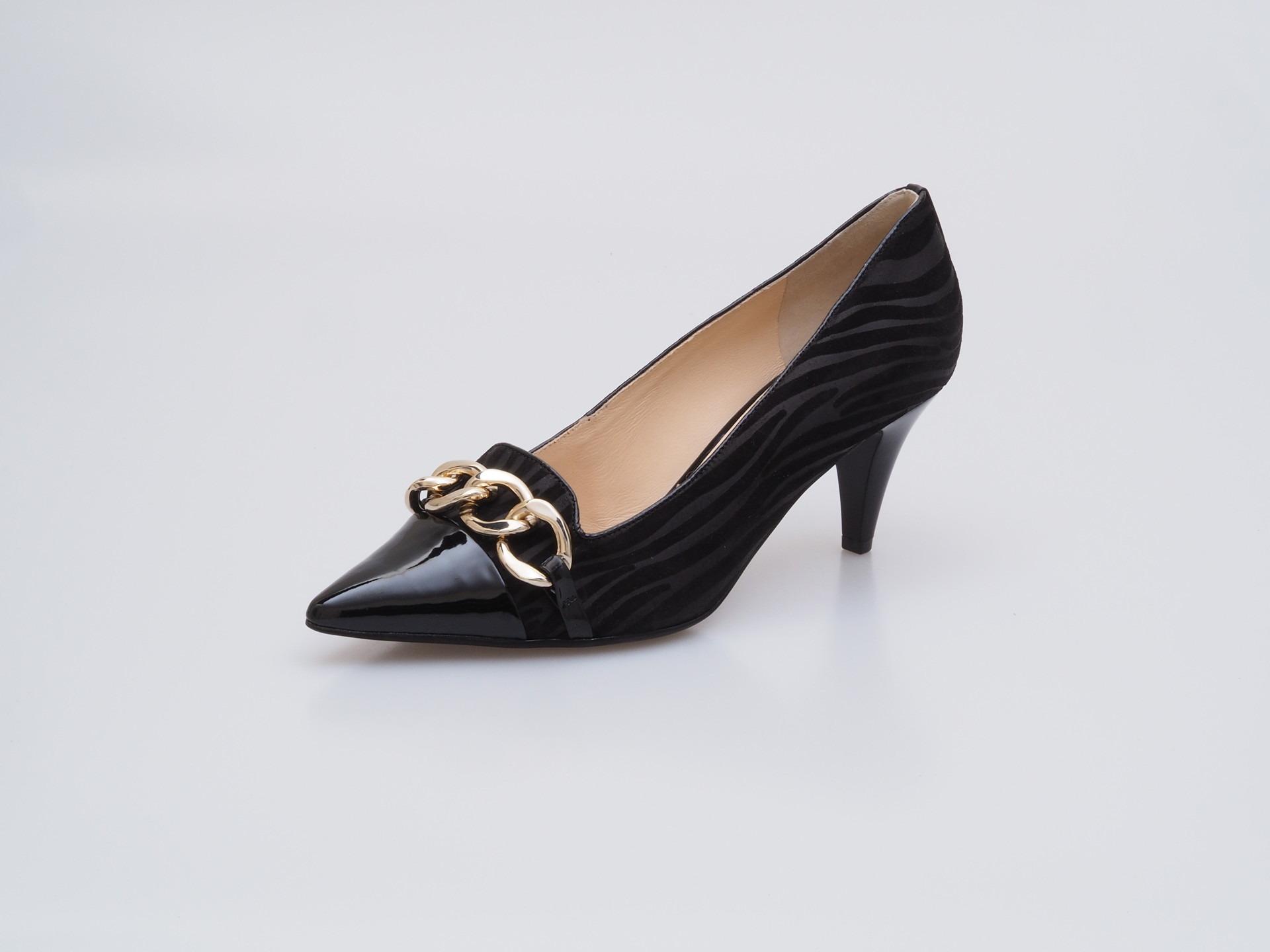 Soňa - Dámska obuv - Lodičky - Čierne lodičky s lesklou špicou a ... 095c4869793