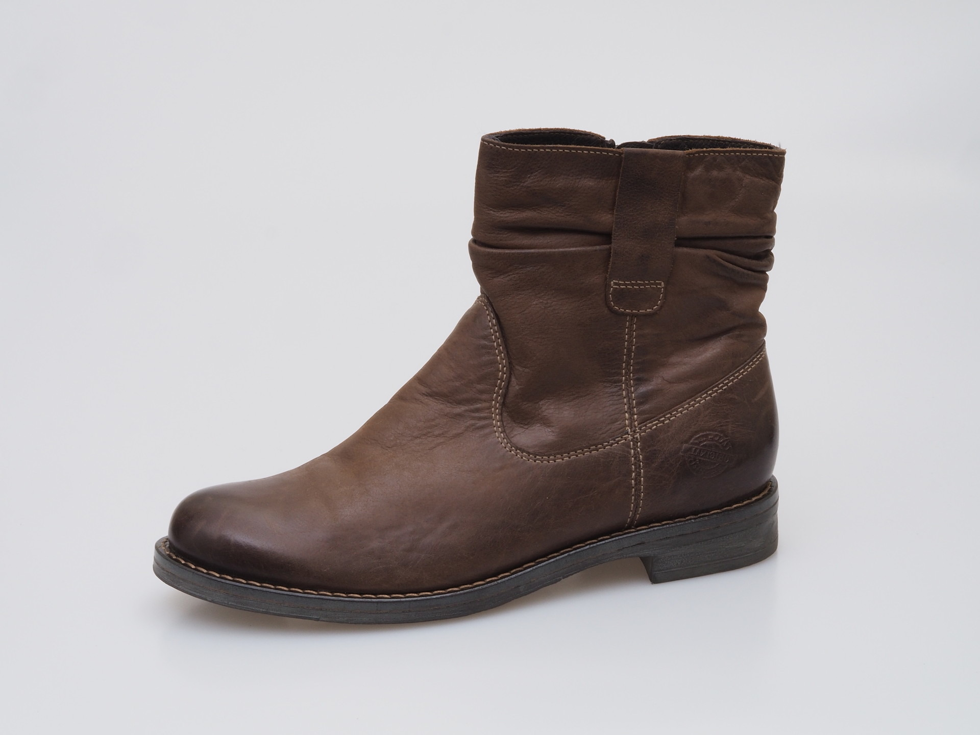2e06e1e43 Hnedá dámska členková obuv zateplená značky Klondike