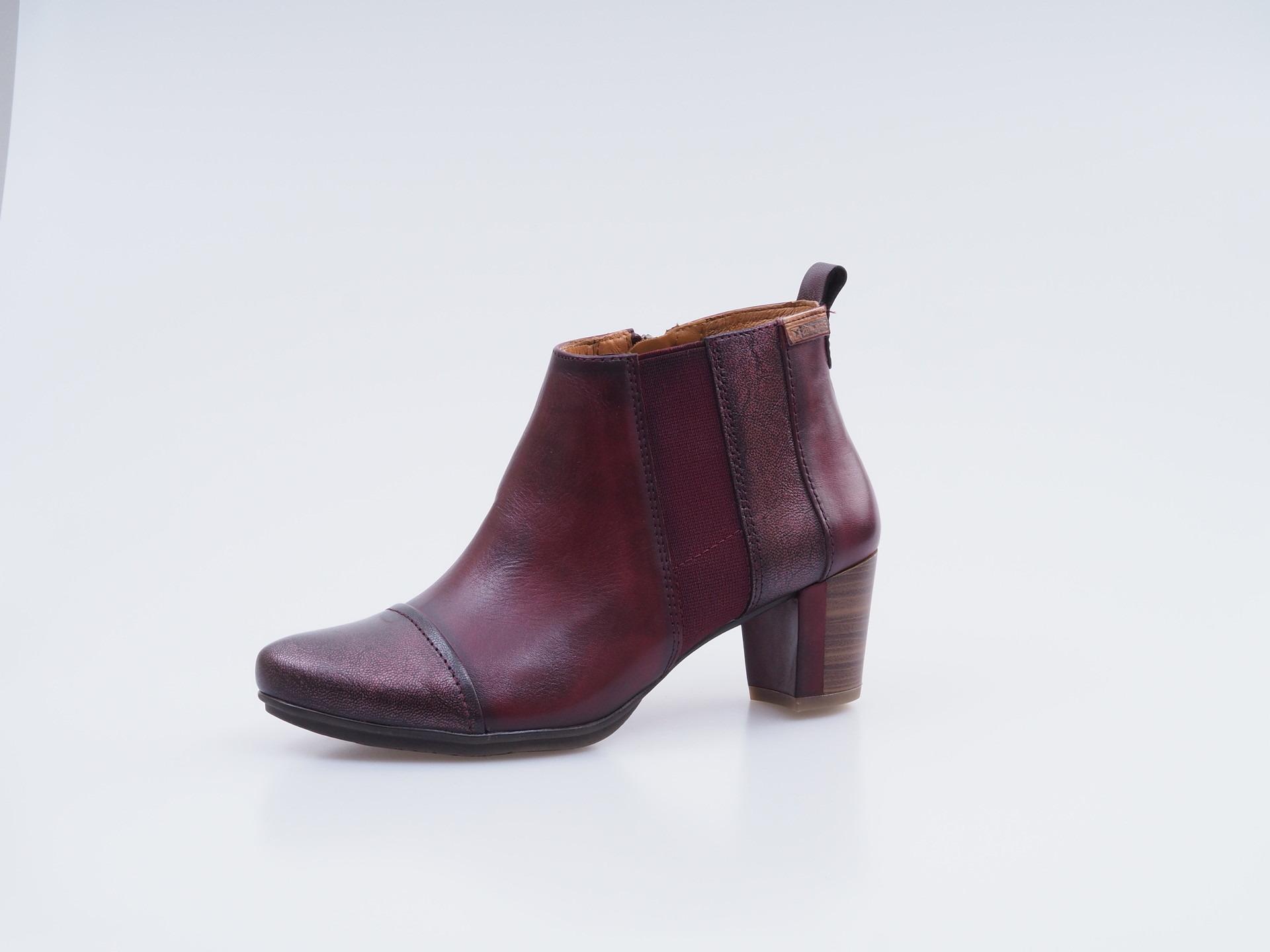 67c2cd00576 Soňa - Dámska obuv - Kotníčky - Kožené členkové topánky Pikolinos