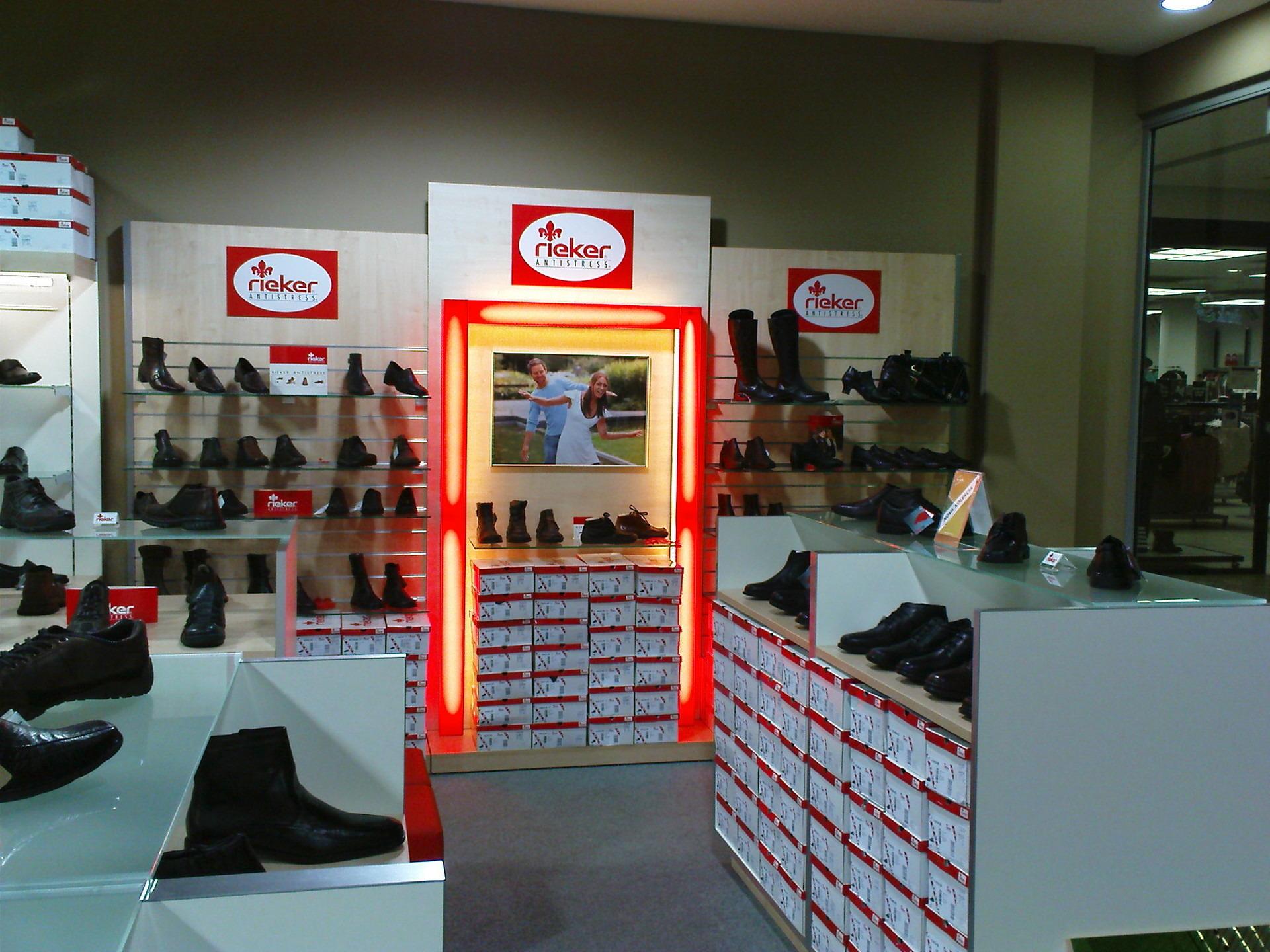 5b25a9fe0a6 Predajňa obuvi Prievidza. Soňa obuv