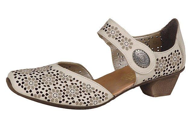 Farebné a romantické sandále si uplatňujú dôležité miesto hlavne v teplom  letnom období aaf1890d668