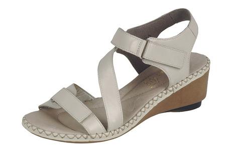 8e05afc16509 Soňa - Dámska obuv - Sandále - Bledošedé sandále na klinovom ...
