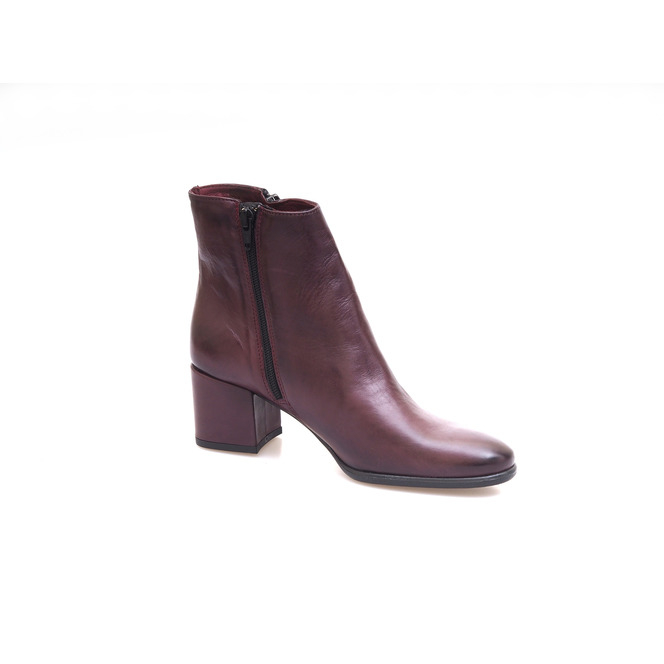 6665f9219e Hnedé dámske kotníkové topánky na nízkom podpätku Hnedé dámske kotníkové  topánky na nízkom podpätku