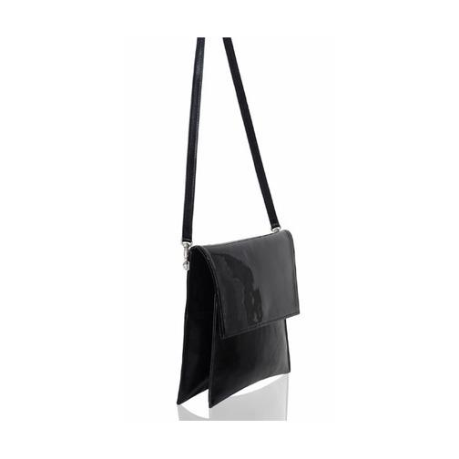 930b241648a8 Dámska lisová kabelka z pravej kože. Jednoduchá a pritom zaujímavá kabelka  s lesklým povrchom má bočné priestranné vrecko na zips a je pre lepšiu ...