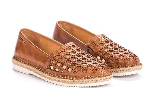 9b10dcc2c765 Je tu leto a s ním aj nová kolekcia topánok a kabeliek značky PIKOLINOS!  Dámske a pánske topánky v pastelových farbách sa prelínajú s klasickou  čiernou a ...
