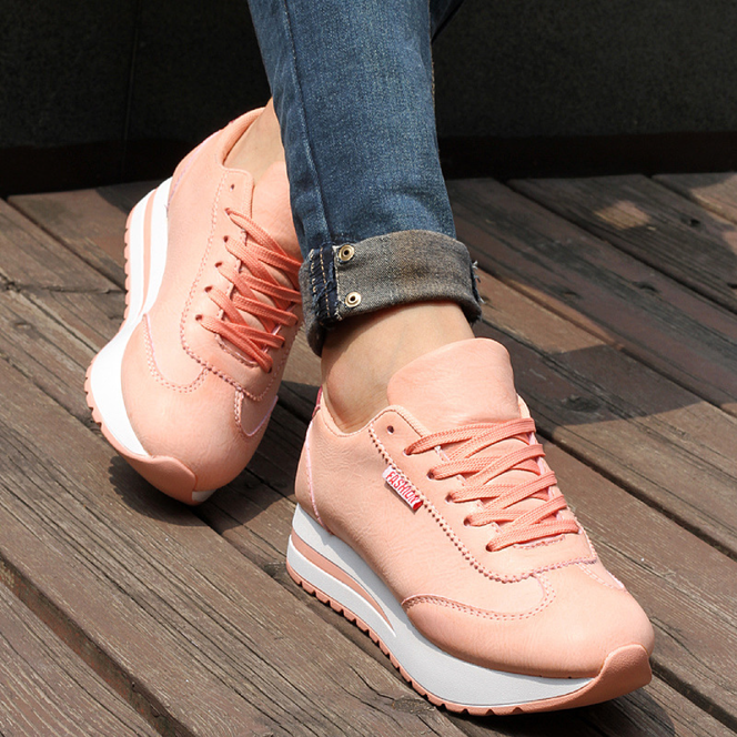 Zaujímavé dámske topánky vás upútajú nielen jedinečným dizajnom a kvalitou  materiálu 29cb02365f0