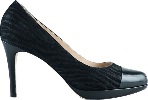 73398bb90f Správna plesová obuv by tiež mala byť pevná a dokonale sedieť na nohe.  Predsa len sa na ples chodí predovšetkým tancovať